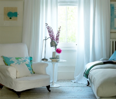 Back_Sitting_room_white_curtains_and_blind_(Custom)