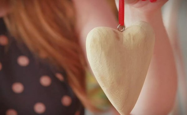 Heart decoration craft video | Vicky Harrison | Housetohome and Hobbycraft
